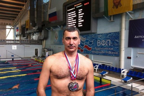 Плавание помогает врачу онкодиспансера Сергею Росинскому оставаться в хорошей форме