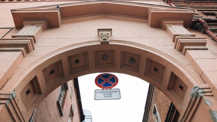 Спрятанный конструктивизм: гуляем по ДК в центре Екатеринбурга, где собирались строители и бывал Ельцин