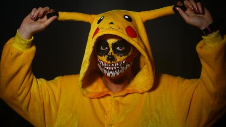 Покемоны, демоны и гусар: в каких костюмах жители Екатеринбурга встречали Хэллоуин