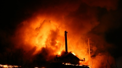 Кострище! Онлайн-репортаж с крупного пожара около ТЦ «Колизей»
