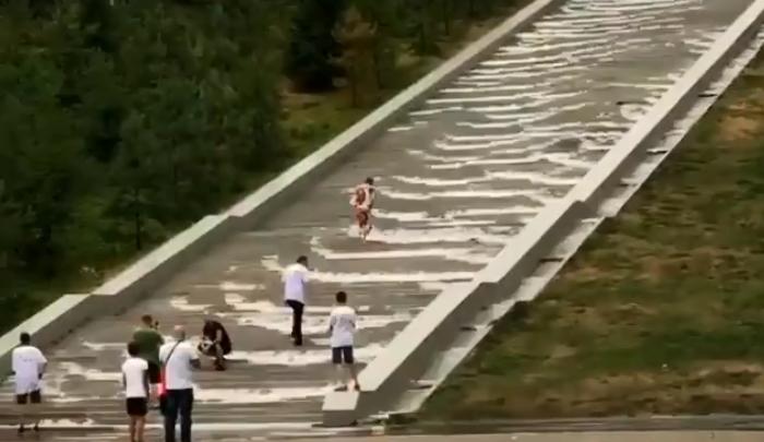 Чудо природы: на «Конгресс-холле» в Уфе зажурчал водопад