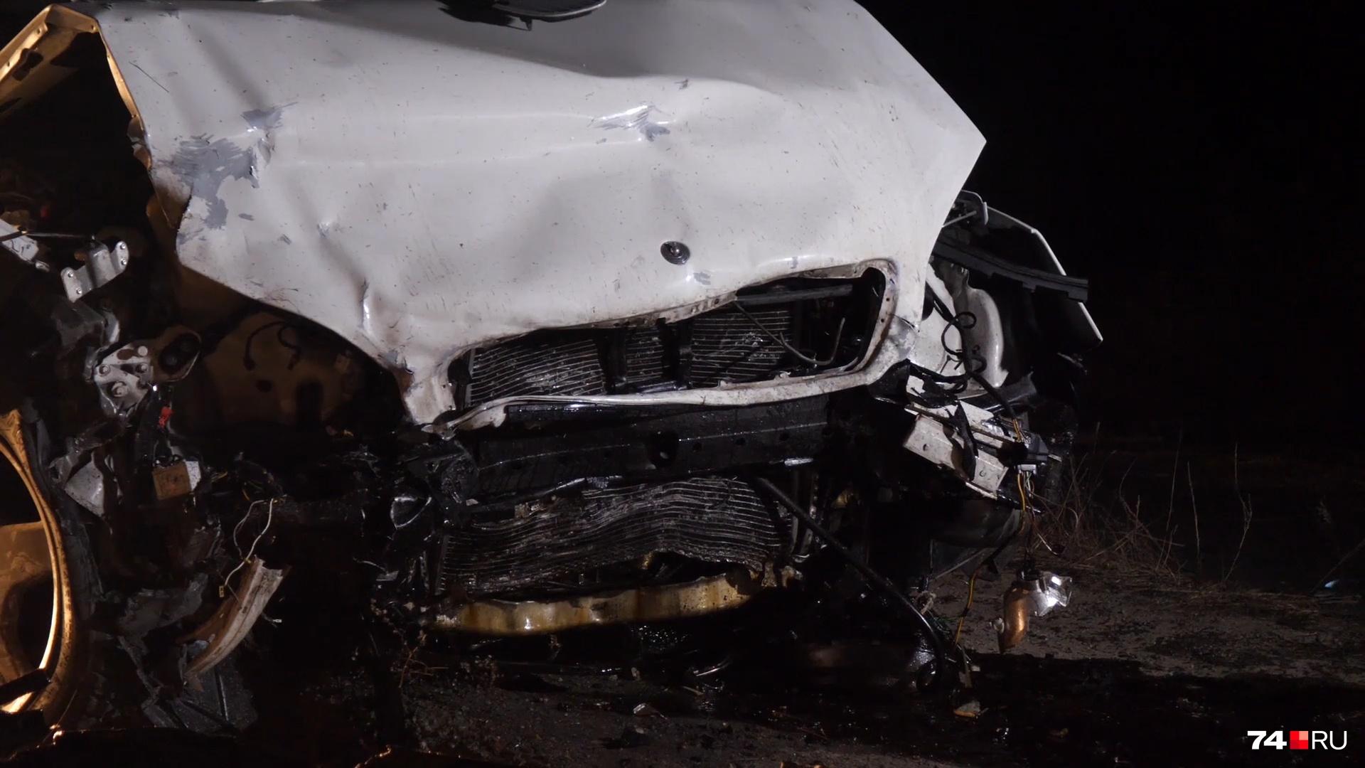 Девушка, находившаяся на пассажирском сиденье иномарки, скончалась до прибытия скорой