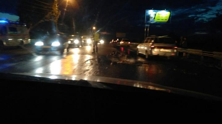 Ночью на шоссе Тюнина в Кургане разбился мотоциклист