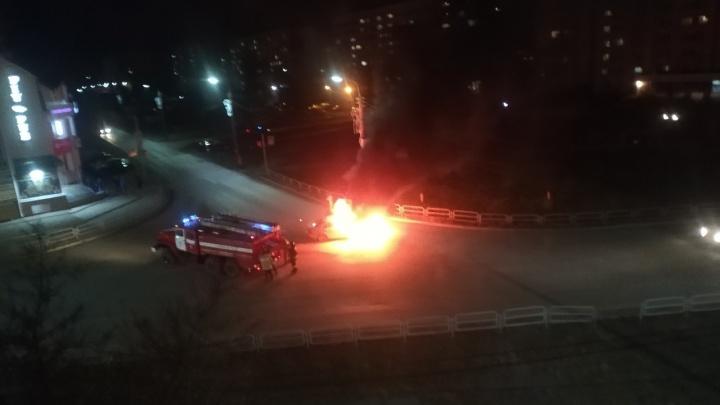 В Копейске водитель Mercedes устроил массовое ДТП и вспыхнул на ходу