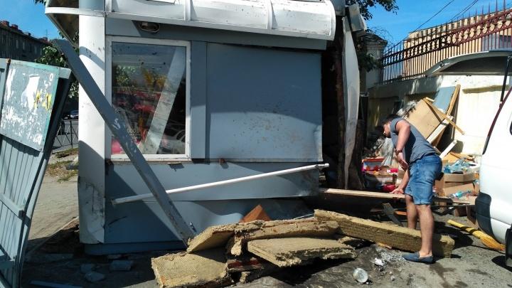 Авария с BMW на остановке «Мелькомбинат»: медики оказали помощь двум пострадавшим