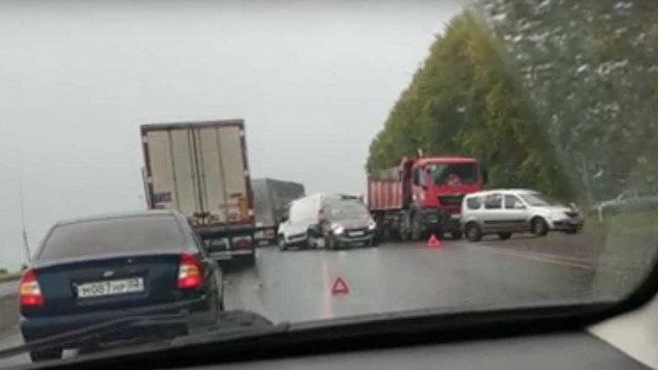 Массовая авария на трассе Уфа — Стерлитамак: столкнулись самосвал и легковушка