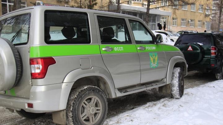 Получила 30 тысяч в машине: новосибирский пристав попала под уголовное дело о взятке