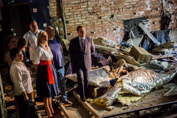 Реконструкцию «Пионера» сдвинули на 2020 год после угрозы увольнения бессменного худрука НГДТ Сергея Афанасьева (в центре)