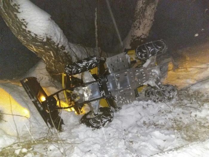 Страшная авария случилась в лесу, где жители катаются на снегоходах и квадроциклах