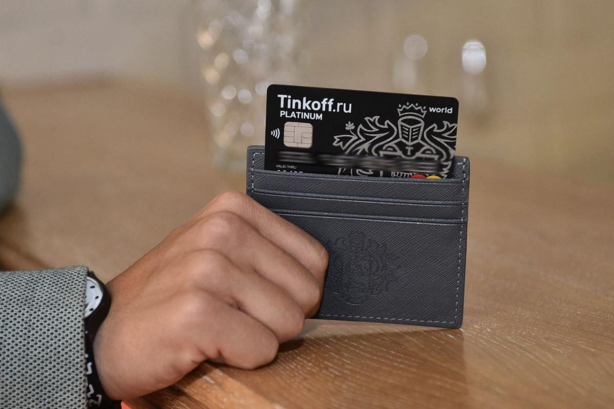 Лайфхак: как екатеринбуржец зарабатывает на обычной банковской карте 5000 рублей в год
