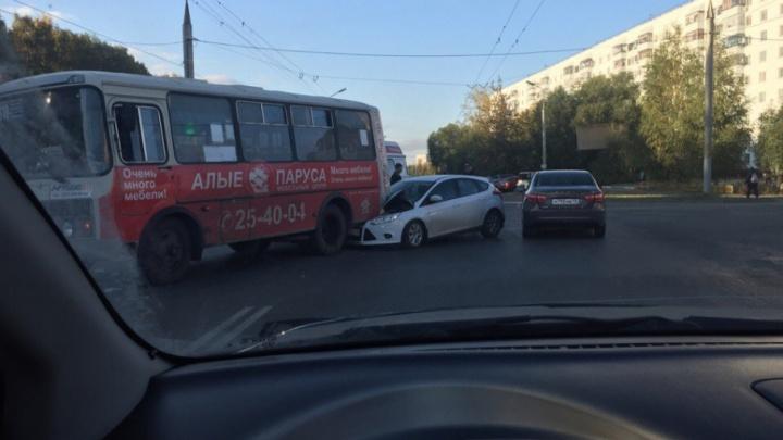 Новое ДТП с пазиком в Кургане: пассажиры не пострадали