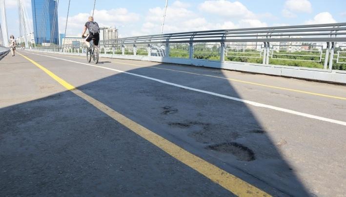 На вантовом мосту к острову Татышев частично ограничивают движение для пешеходов