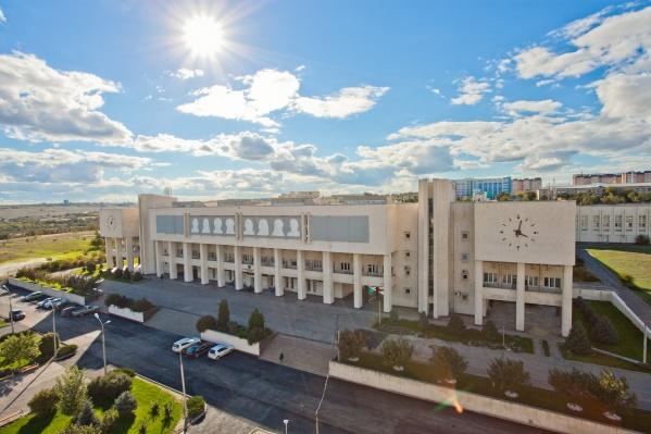 Архитекторы сделали четыре различных проекта застройки пустыря перед ВолГУ
