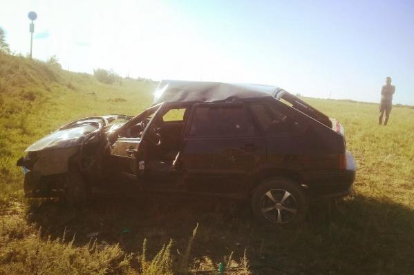 Автомобиль несколько раз перевернулся и сильно изувечен