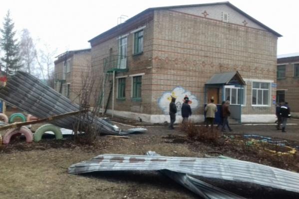 Вот так расправился ураган с детсадом в Бижбуляке 28 апреля