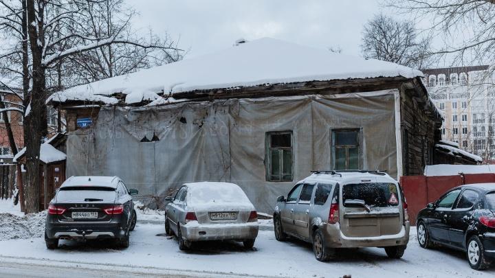 Восемь миллионов рублей на 43 человека: в Перми продают аварийный дом на улице Екатерининской
