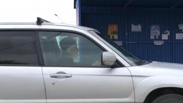 Видео: водитель в рясе объехал пробку по остановке и выехал на встречку
