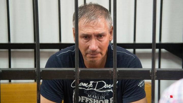 «Цепляются к каждой мелочи»: коллеги Леонида Жданова на время отстояли лодочную станцию