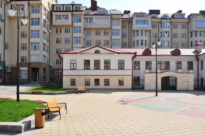 Усадьба Шумковой стоит в окружении современных элитных домов