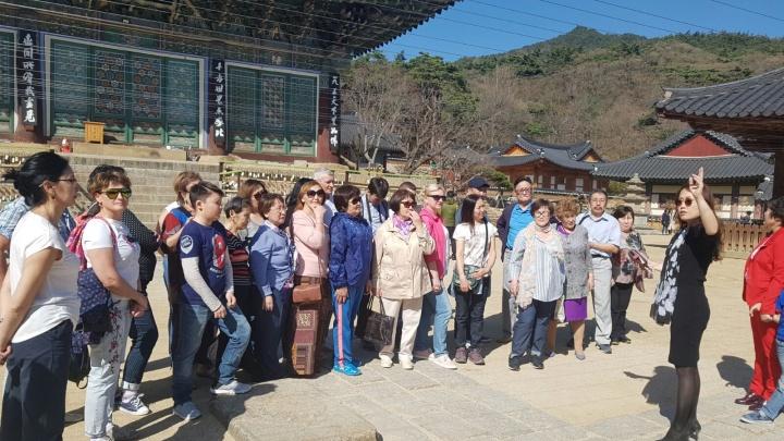 Сибиряков пригласили в Южную Корею, чтобы пройти обследование, забраться в горы и отдохнуть на пляже