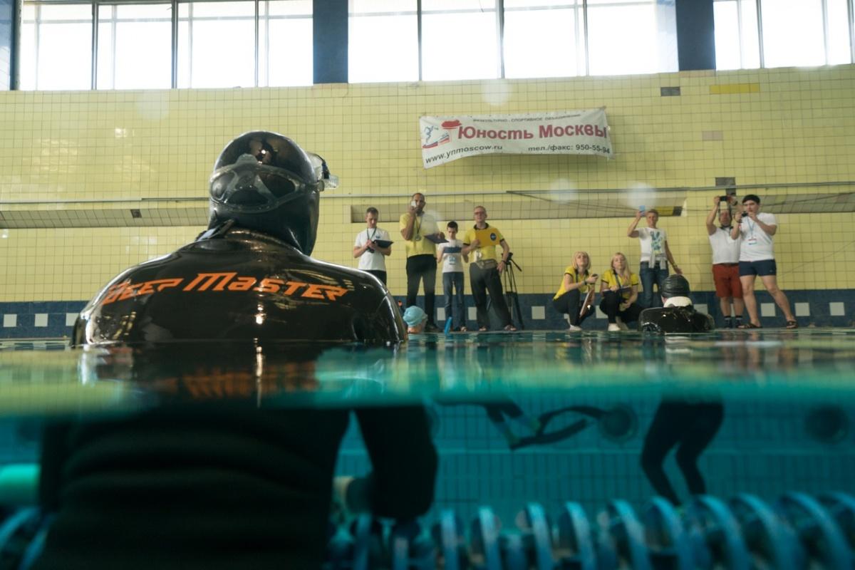 8 минут без воздуха: уралец Александр Максимов доказал, что дольше всех в России может не дышать