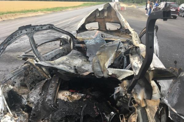 Легковушка загорелась на полном ходу на Московском тракте