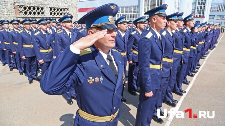 Есть такая профессия — родину защищать: уфимский университет выпустил лейтенантов