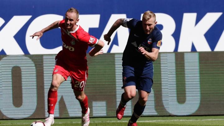 Защитник «Енисея» забил гол в свои ворота на матче с «Локомотивом»