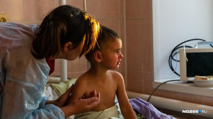 «Он увидел бабочку и пошёл за ней»: репортаж из больницы, куда доставили пропавшего Колю Бархатова