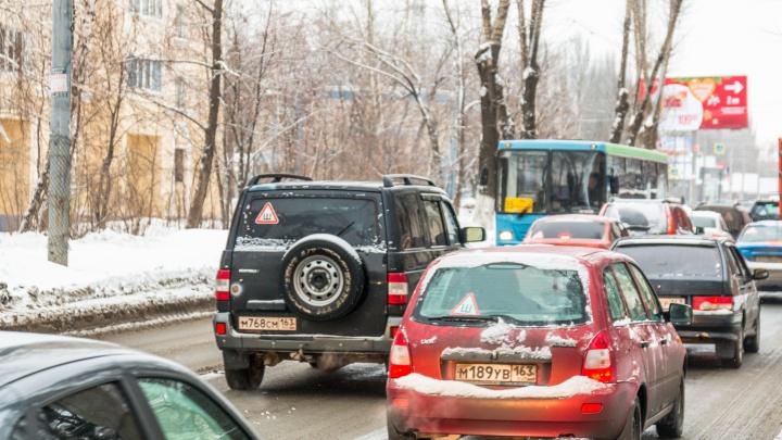 На улице Авроры изменят схему движения транспорта