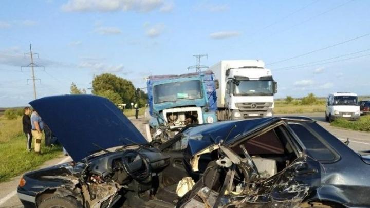 Не пропустил: в Самарской области столкнулись «пятнадцатая» и самосвал, один погибший