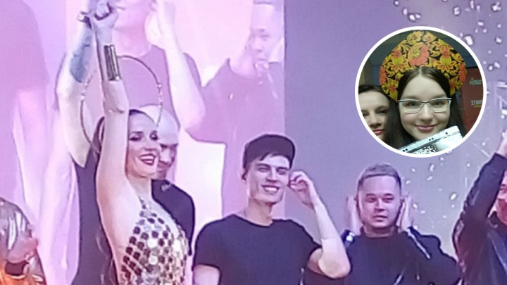 «Люди выстроились с утра»: в Ярославле фанаты Наталии Орейро устроили ей сюрприз в кокошниках