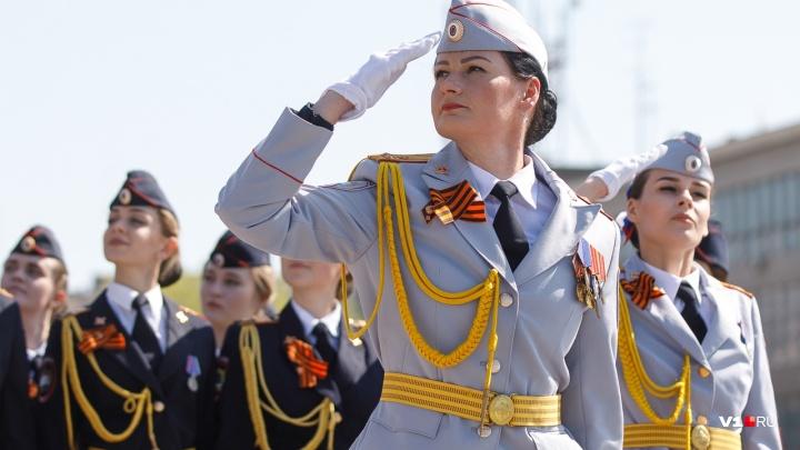 «Говорит и показывает город-герой!»: в Волгограде начался парад Победы