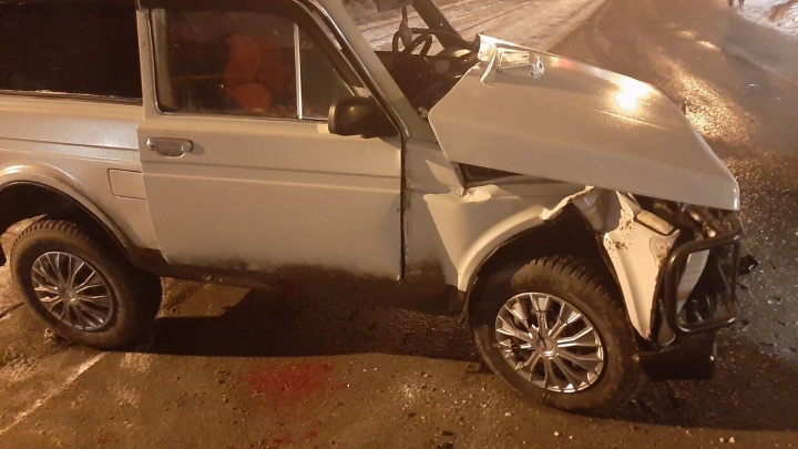Прощай, крыло: в Самаре при столкновении «Нивы» и такси пострадали пятеро