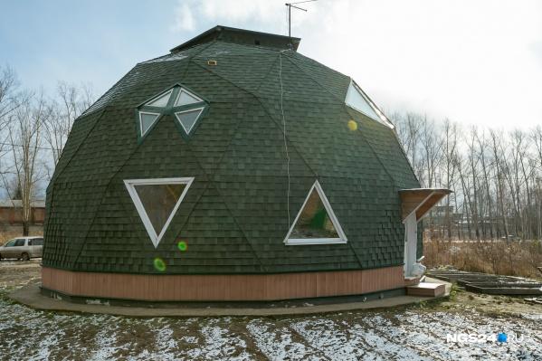 Купольный дом в диаметре занимает 11 метров
