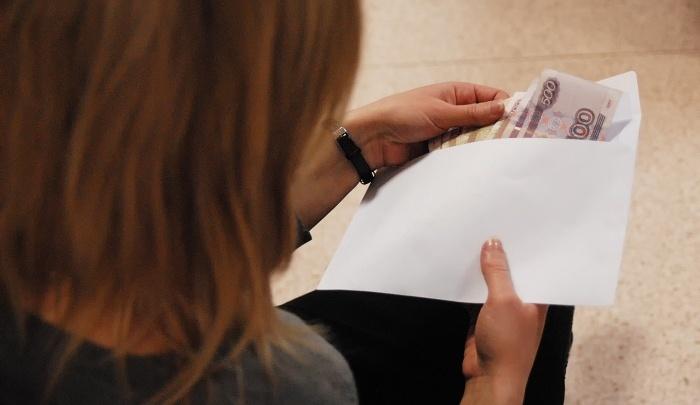 «Нас не пускают на порог»: сотни новосибирцев не могут выбить свои зарплаты