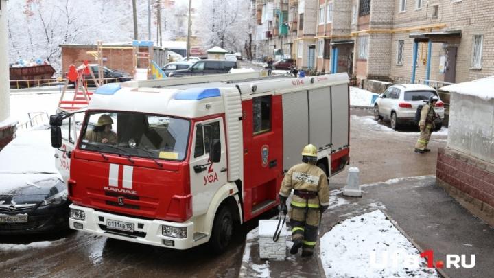В Башкирии из горящего дома эвакуировали 20 человек