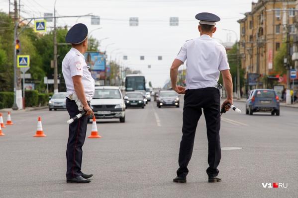 Сотрудники ГИБДД будут направлять транспорт в объезд Центральной набережной
