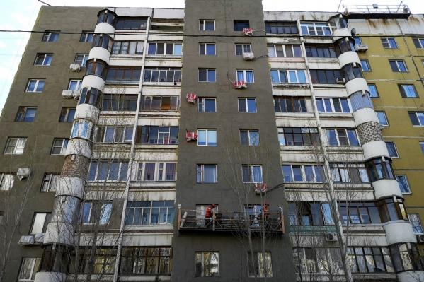 Фасады многоэтажек утепляют с соблюдением всех норм пожарной безопасности