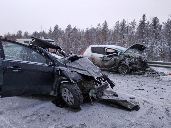 В результате аварии одна из машин загорелась