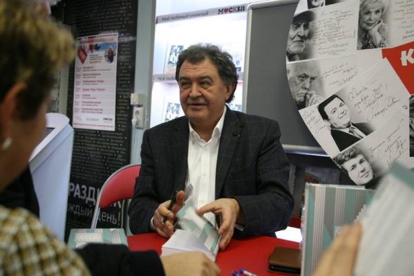 В 2015 Дмитрий Лиханов получил премию Союза журналистов России «Золотая полка российской журналистики». Фото с презентации книги, которая прошла 15 ноября в Москве