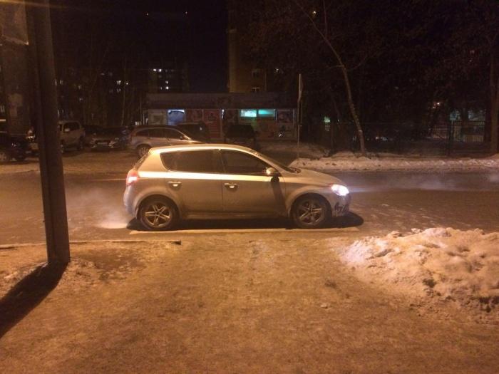 Авария случилась около школы недалеко от перекрёстка Кропоткина и Деповской