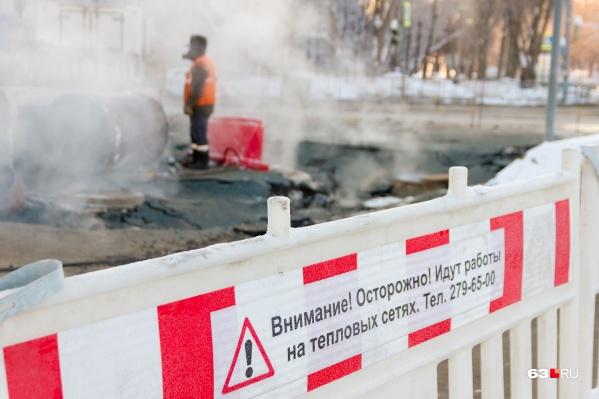 Теплоэнергетики обещают закончить ремонт трубы до 19:00 26 февраля