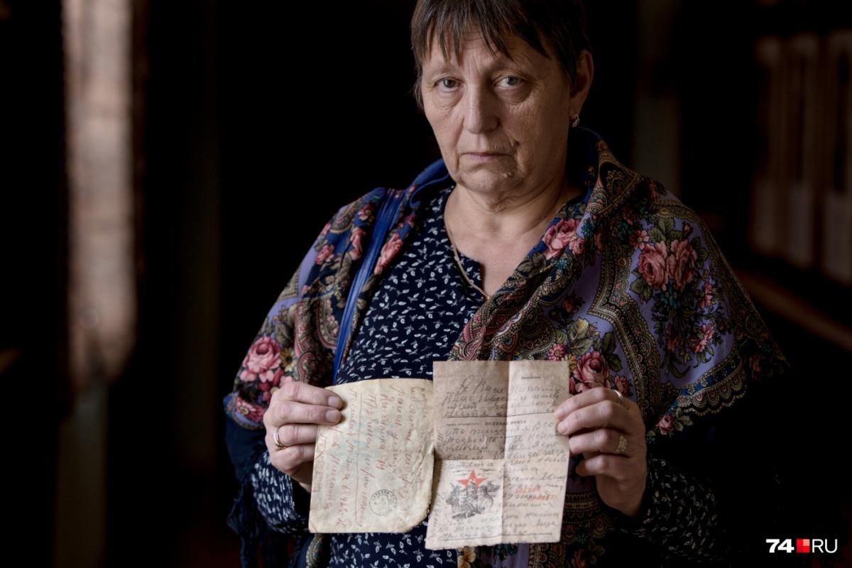 Нелля Тимофеева вспоминает, что её дедушка был безграмотным, не умел ни читать, ни писать. «Скорее всего, он просил кого-то помочь написать письмо», — предположила она