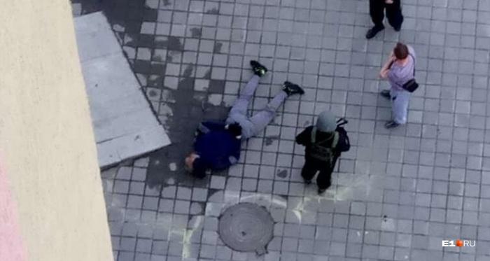 Одного из налётчиков задержали сразу после ограбления банка на Щербакова