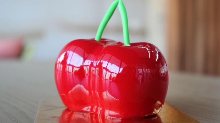 Новосибирская кондитерская, которая делает десерты в виде фруктов, выпустила новинки к лету