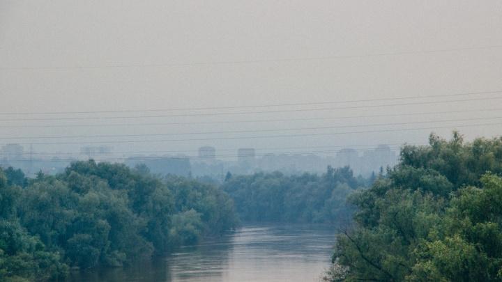Омичи начали чаще обращаться в скорую из-за дымки, затянувшей город