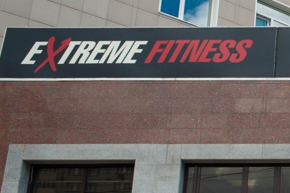 Клиенты фитнес-клуба возмущены, что их не предупредили о внезапном закрытии зала на Красном проспекте