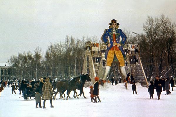 1977 год: над площадью возвышался Гулливер