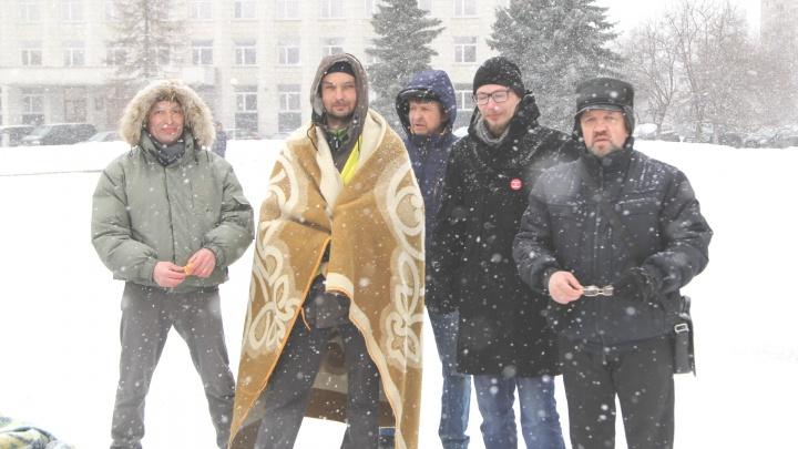 48 тысяч штрафа на троих: в Архангельске отпустили активистов, задержанных за шествие 7 апреля